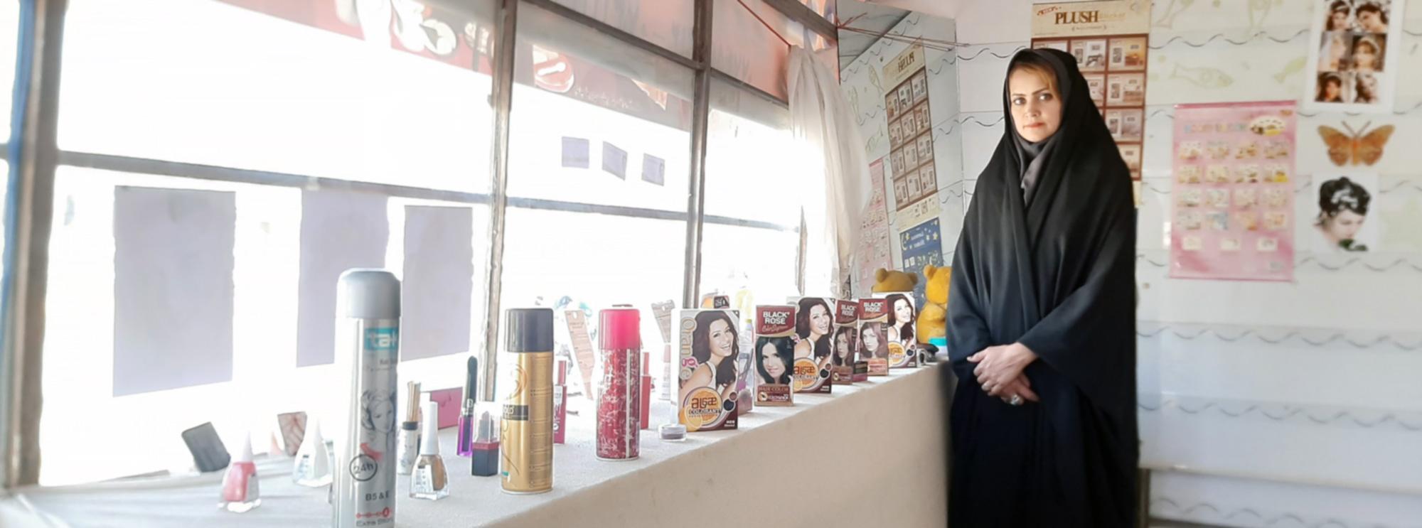 شقایش در آرایشگاهاش در بازار ممنوع کار