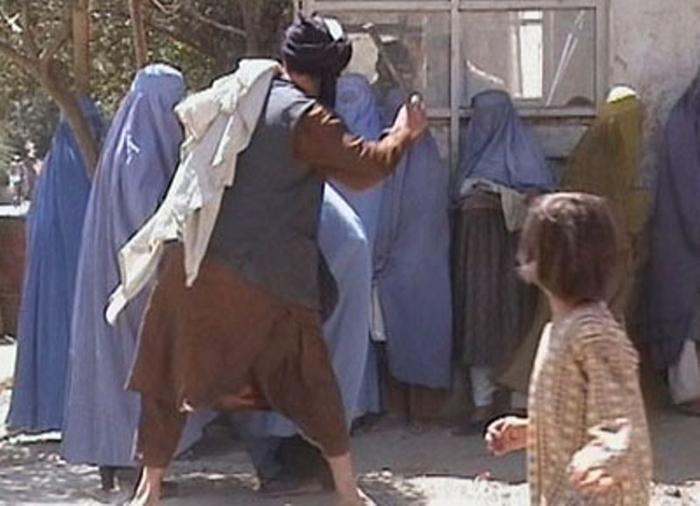 Taliban beat a woman in Kabul Sep.2001